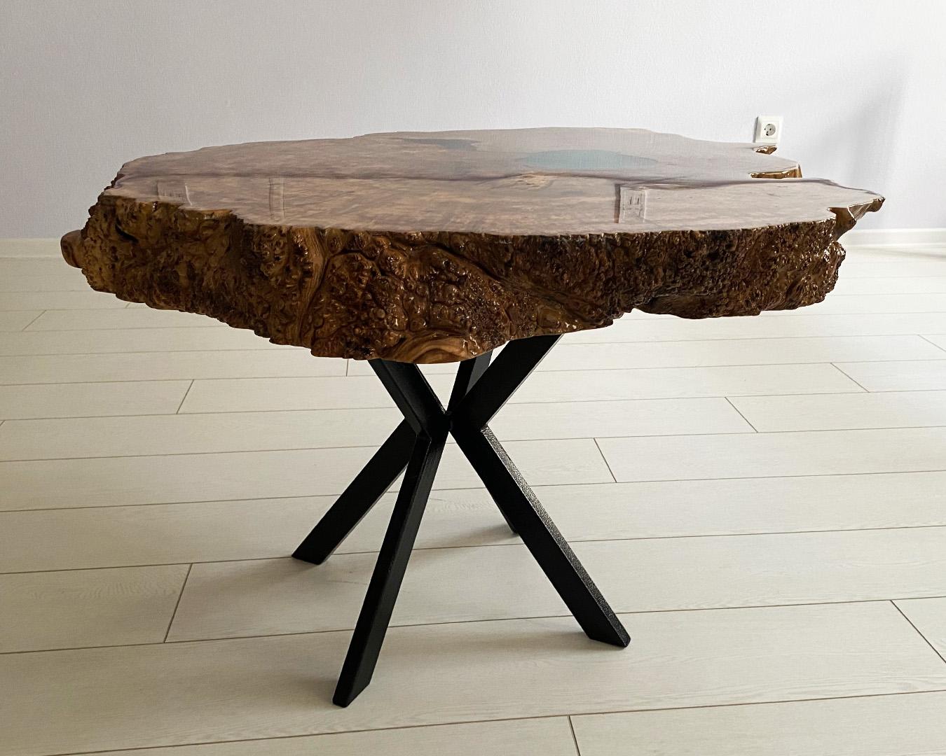 Журнальный столик из капового карагача