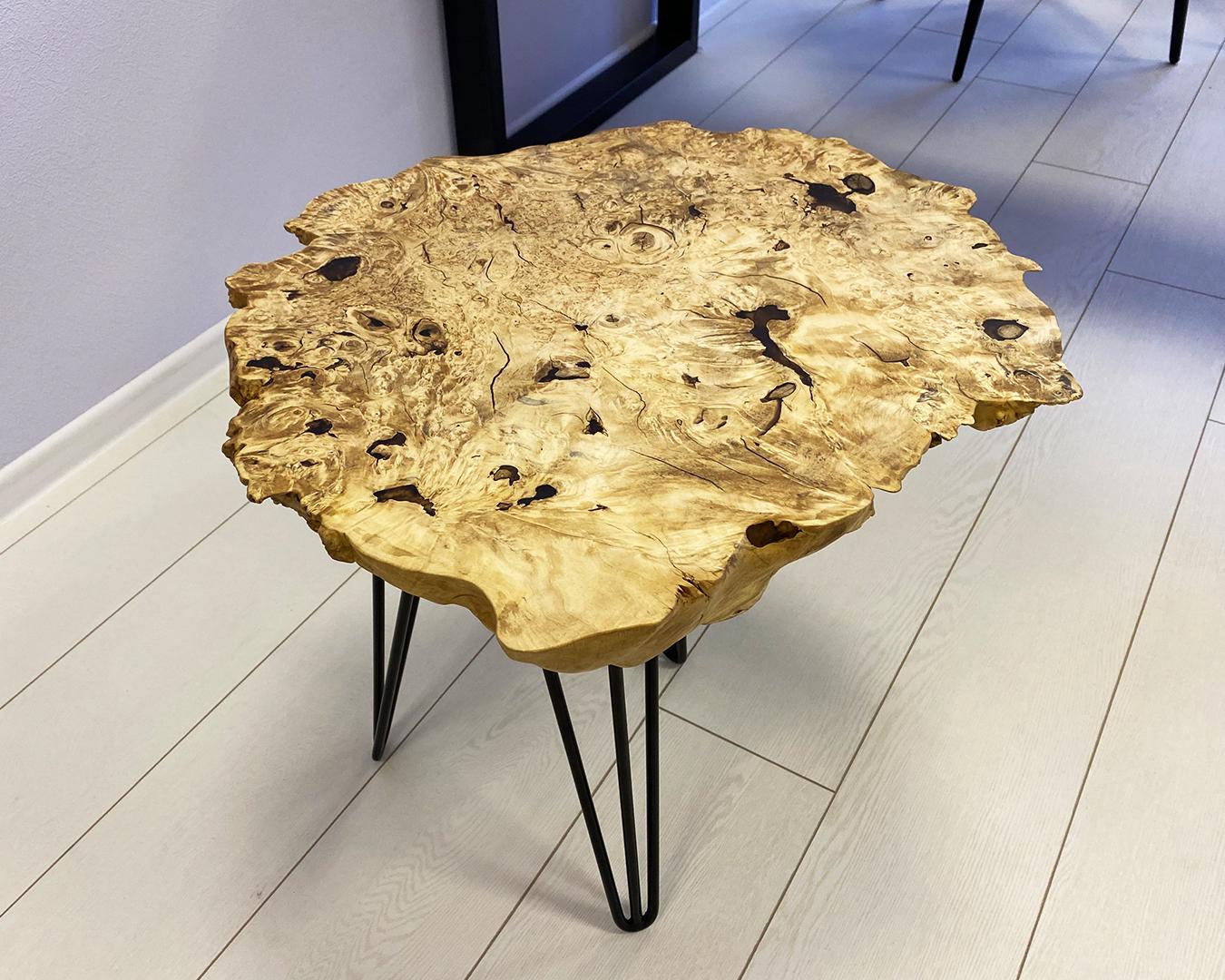Журнальный столик из капового клена